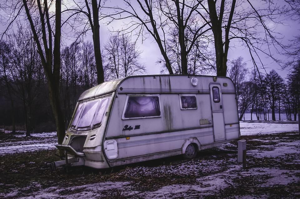 karavan v zimě